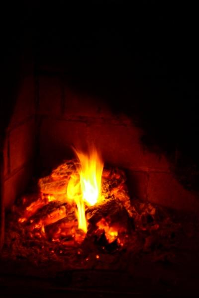 Takkatulen lämmössä